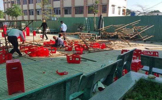 TP.HCM: Điều tra vụ sập giàn giáo khiến 25 học sinh bị thương