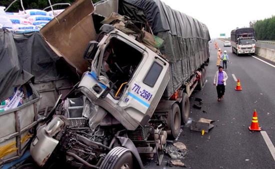 Tai nạn giao thông trên cao tốc Đà Nẵng - Quảng Ngãi: 1 người chết, 1 người bị thương.