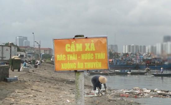 Rác gây ô nhiễm nặng cảng cá Thọ Quang