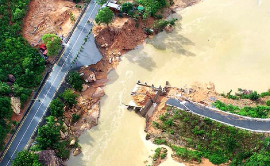 300 hộ dân Khánh Hòa bị cô lập do cầu gãy
