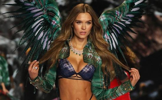 Josephine Skriver - Thiên thần của Victoria's Secret đính hôn