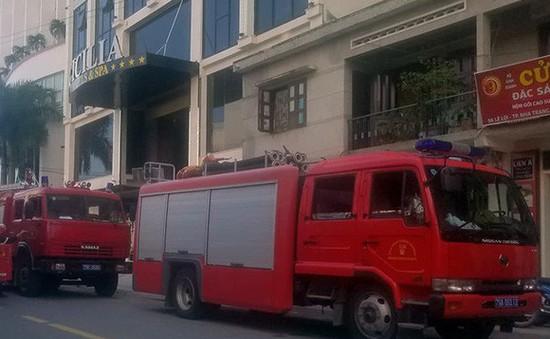 Cháy khách sạn 4 sao ở Nha Trang, du khách tháo chạy trong hoảng loạn