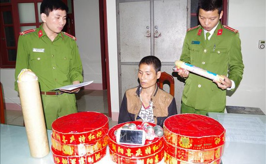 Hà Nam: Bắt 2 vụ vận chuyển pháo nổ trái phép