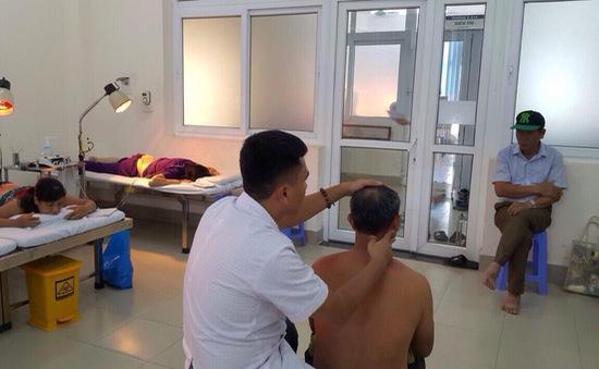 Điều trị đau vai gáy cấp bằng xoa bóp bấm huyệt