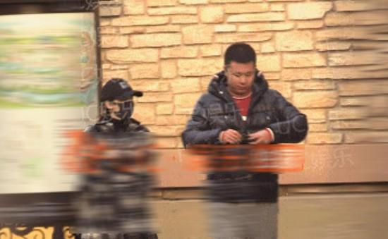 Triệu Lệ Dĩnh bị bắt gặp tới cửa hàng mẹ và bé