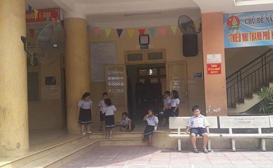 TP.HCM: Tạm đình chỉ cô giáo tiểu học bắt học sinh tự tát vì nói chuyện