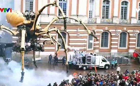 Cuộc diễu hành của các robot khổng lồ
