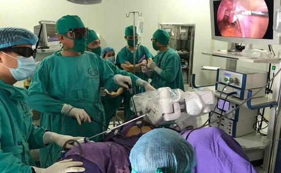 Quảng Ninh: Ứng dụng cánh tay robot trong phẫu thuật nội soi điều bệnh lý sản phụ khoa