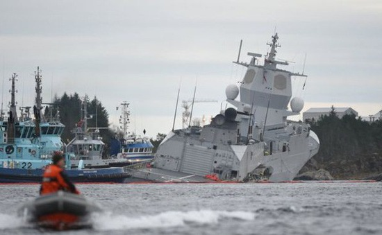 Tàu chở dầu va chạm với tàu chiến tại Na Uy