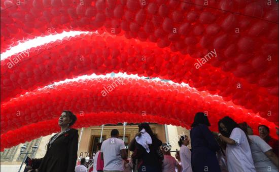 Bầu trời Sao Paulo, Brazil tràn ngập sắc đỏ bóng bay nhân ngày phòng chống HIV/AIDS