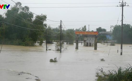 Bình Định: Nhiều đoạn tỉnh lộ ngập sâu, địa bàn bị chia cắt do mưa lớn