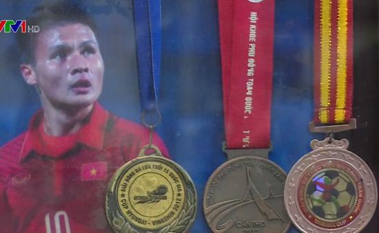Cầu thủ Quang Hải trong mắt thầy cô và gia đình