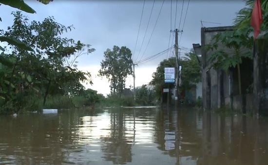 Ngớt mưa, nhiều khu vực vùng ven Đà Nẵng vẫn bị ngập sâu