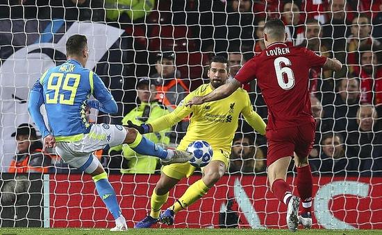 Lách qua khe cửa hẹp, Liverpool vượt qua vòng bảng Champions League