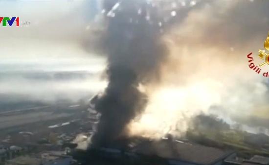 Cháy lớn tại bãi rác ở Rome, Italy
