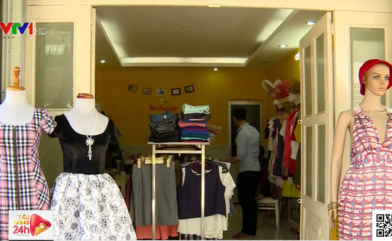 Giới trẻ TP.HCM chuộng mua sắm ở nhà kho ký gửi