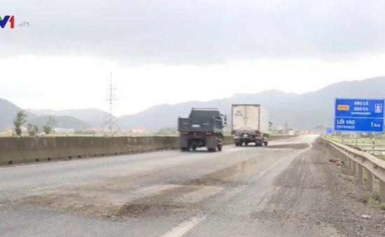 Bộ GTVT yêu cầu khẩn trương khắc phục hư hỏng mặt đường Quốc lộ 1
