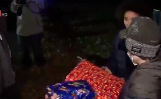 Cả thị trấn tổ chức lễ Giáng sinh sớm cho cậu bé ung thư