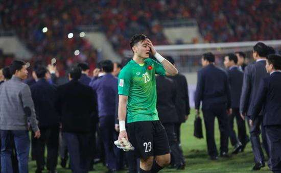 """Thủ môn Văn Lâm: """"Bố mẹ tôi căng thẳng tột độ, không dám xem trận chung kết"""""""