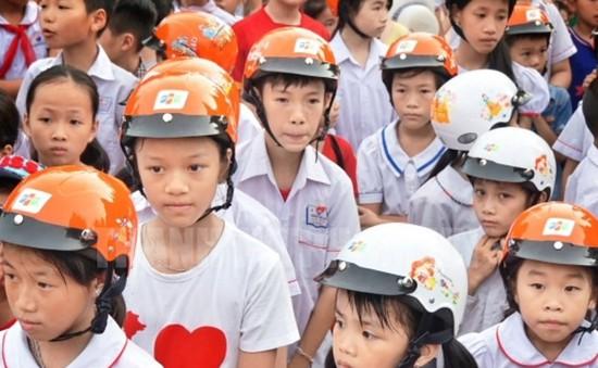 TP.HCM tuyên truyền đội mũ bảo hiểm cho trẻ em