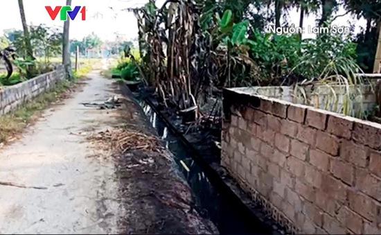 Sự cố tràn dầu ra ruộng ở Thanh Hóa: Bao lâu mới khắc phục xong?