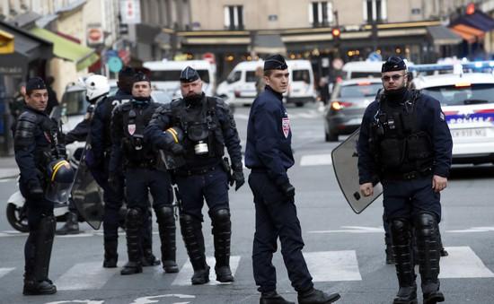 Pháp tăng lương cho cảnh sát sau đình công