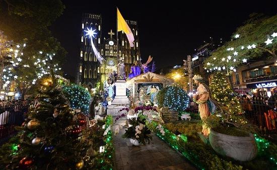 Rộn ràng đêm Giáng sinh trên cả nước