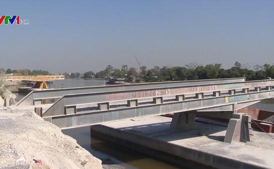 Nhiều cầu cảng trái phép dọc sông Đáy