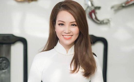 """BTV/Á hậu Thụy Vân tái hiện """"cú ngã thần thánh"""" trong buổi casting MC chương trình """"Mã QR may mắn"""""""