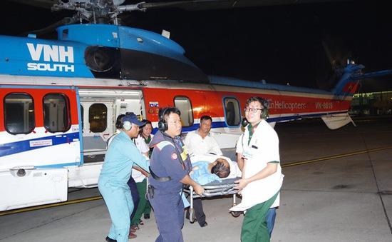 Điều trực thăng bay xuyên đêm chuyển bệnh nhân ở Trường Sa vào đất liền