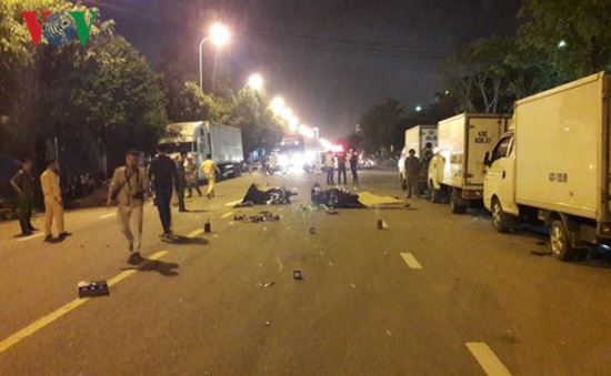 Va chạm xe máy trong đêm, 2 người chết tại chỗ