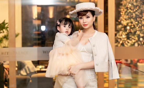 BTV Diễm Trang biến hóa với phong cách quý tộc cổ điển bên con gái