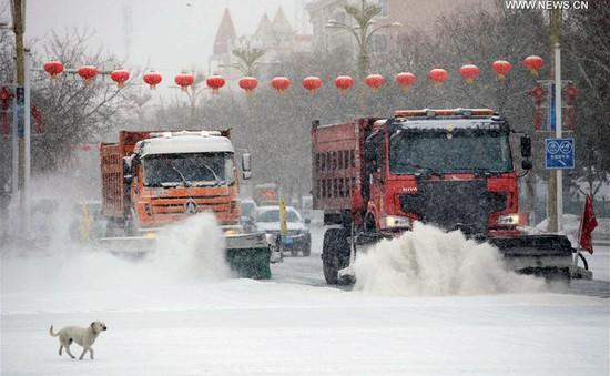 Trung Quốc ban bố cảnh báo vàng về bão tuyết