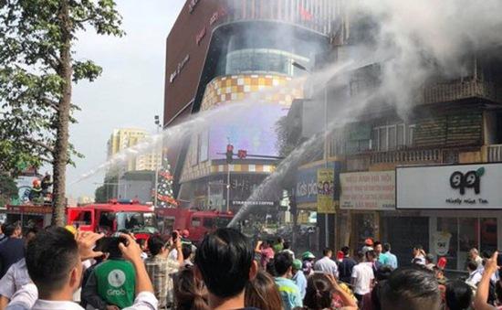 Cháy lớn tại khu tập thể cũ trên đường Tôn Thất Tùng