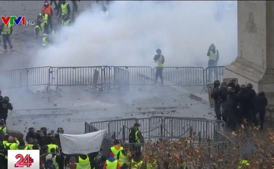 Những ngày kinh hoàng trên đại lộ Champs-Elysees
