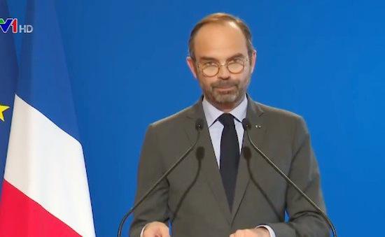Pháp: Tạm hoãn việc tăng thuế xăng dầu nhưng không thay đổi chính sách thuế
