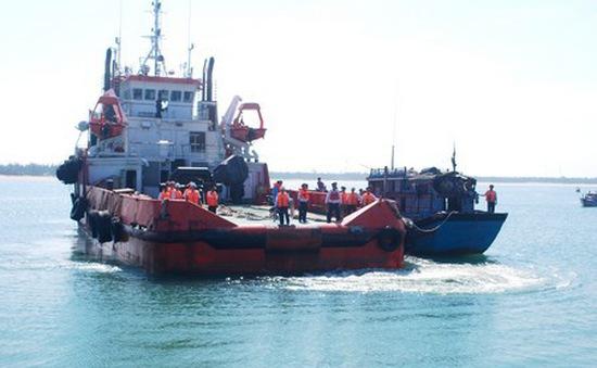 Cảnh sát biển cứu nạn 8 ngư dân