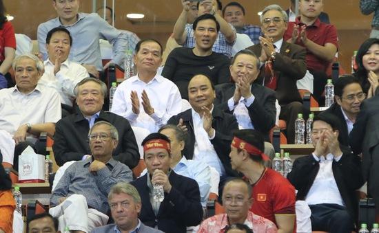 """Thủ tướng Nguyễn Xuân Phúc: """"Biển cờ sôi động đang hướng về đội tuyển bóng đá Việt Nam"""""""