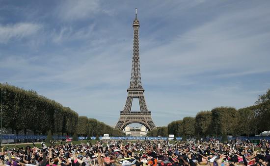 Pháp đóng cửa tháp Eiffel do lo ngại biểu tình