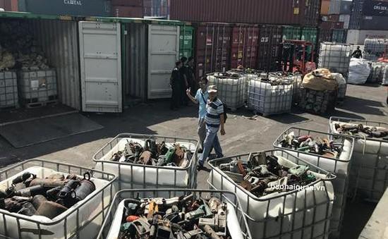 20 container rác thải ngụy trang máy móc cũ