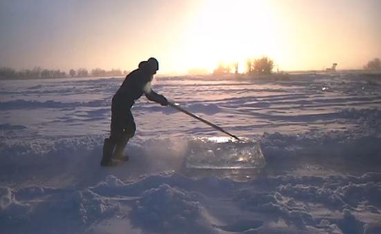 Băng tuyết - Nguồn sống của người dân nơi lạnh nhất thế giới