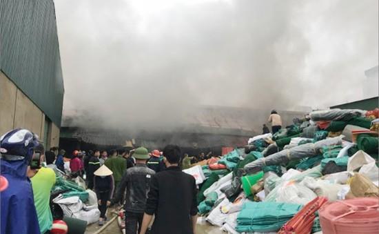 Cháy kho hàng tại Nghệ An, nhiều tài sản bị thiêu rụi