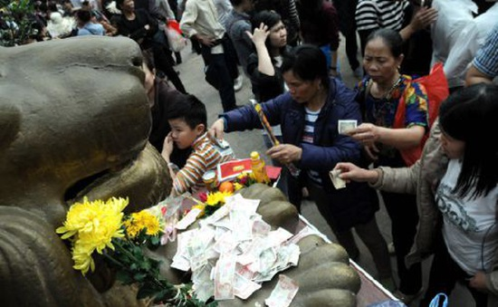Café Sáng với VTV3: Nên hay không nên sử dụng tiền lẻ đi lễ chùa?