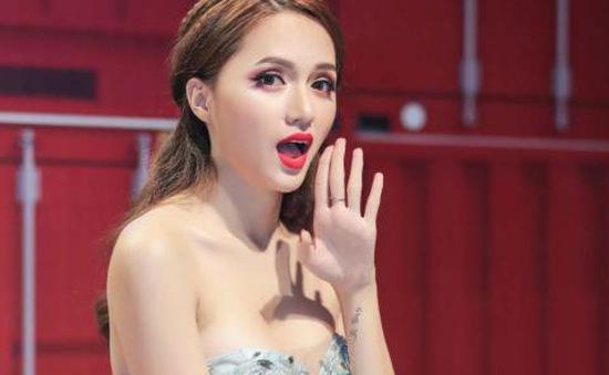 Hương Giang Idol tích cực tập cawalk cho Hoa hậu chuyển giới