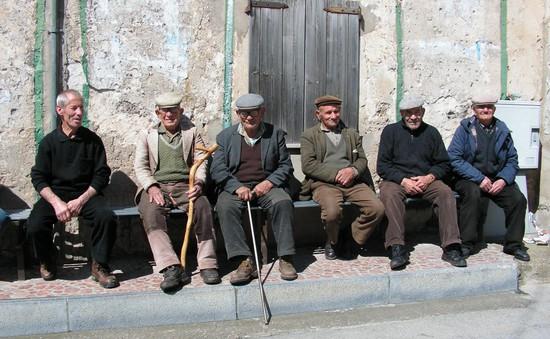 Giao tiếp xã hội - Bí quyết sống trăm tuổi của người dân vùng Sardinia, Italy