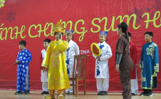 Hội chợ Tết từ thiện tại trường THCS, THPT Nguyễn Tất Thành