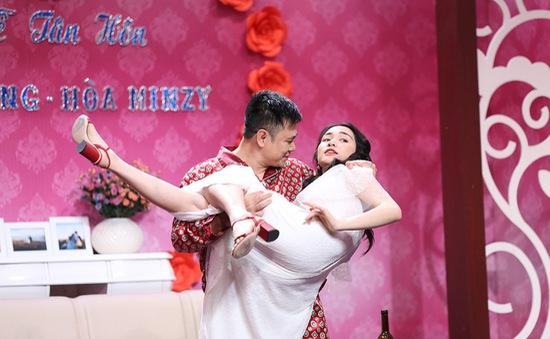 Hòa Minzy bàng quan khi Tự Long nhắc về chuyện tình với Công Phượng