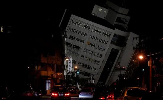 Đài Loan (Trung Quốc) ngừng hoạt động cứu hộ tại tòa nhà đổ nghiêng do động đất