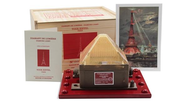 Đèn kim cương từ tháp Eiffel - Món quà Valentine lãng mạn