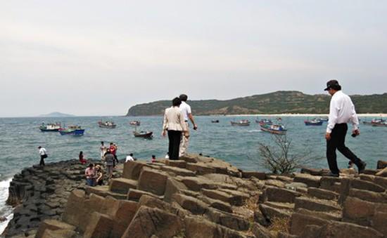 Đông đảo người dân đến du lịch tại Nam Trung Bộ